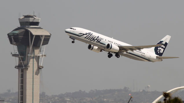 Four Hospitalized After 'Sweet, Burning' Odor Fills Alaska Airlines Flight