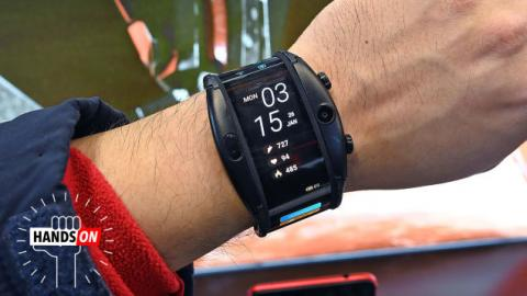 This Bendy Smartphone-Watch Hybrid Actually Isn't as Silly as It Looks