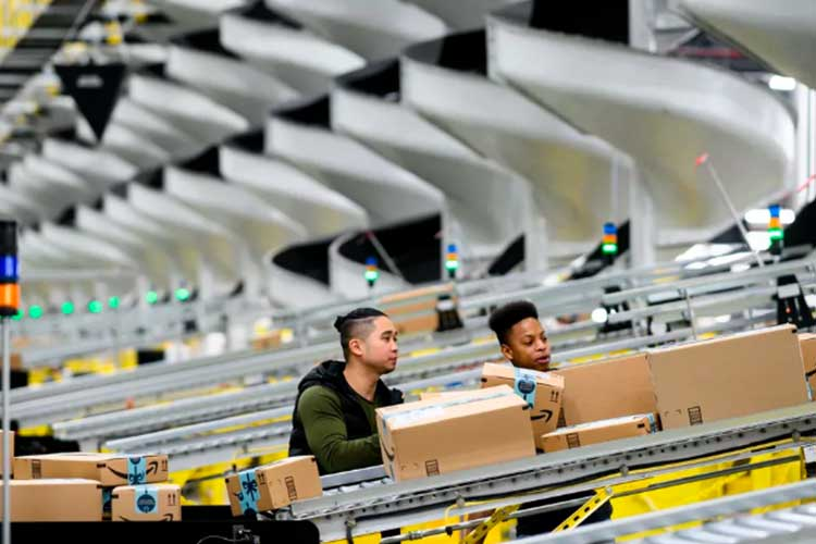 Warehouse workers demand Amazon protect them during coronavirus pandemic
