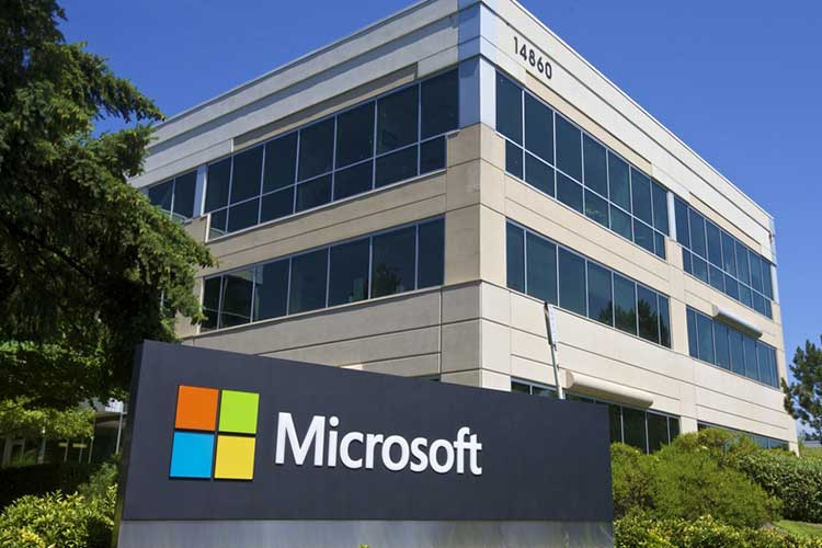 Microsoft hires former Apple executive to lead its hardware team