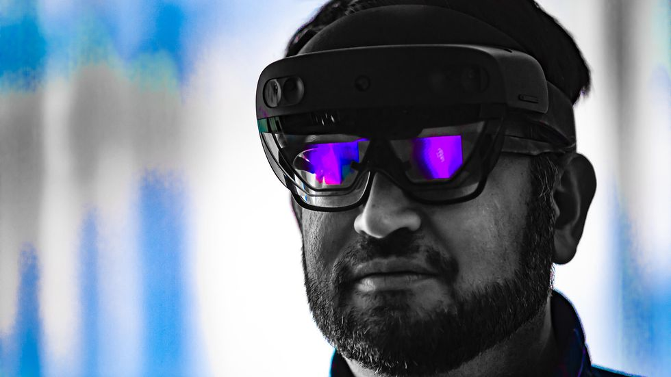 20200521.Microsoft-HoloLens-2-adds-5G-support-and-is-getting-easier-to-buy-01.jpg