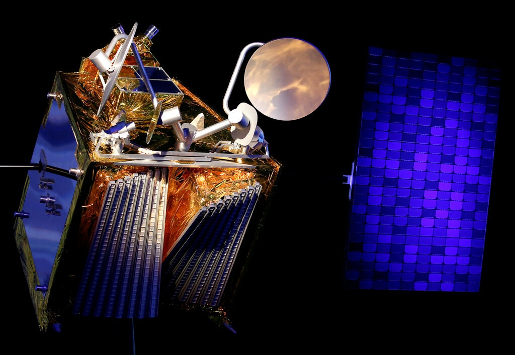 20200816.Amazon-Satellites-Add-to-Astronomers-Worries-About-the-Night-Sky-03.jpg