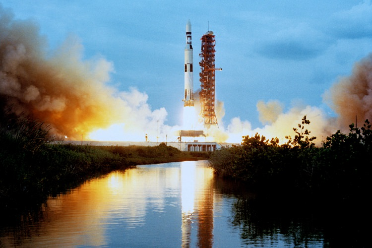 US wants a crewed mission to the moon in five years - but can and should that be done?