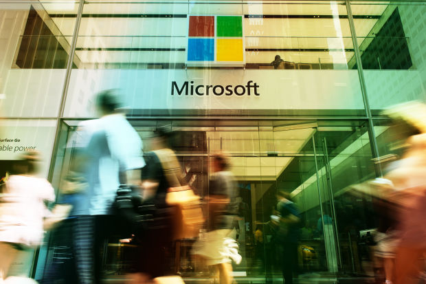 Microsoft Looks Well-Positioned to Take On Salesforce, Analyst Says